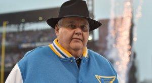 Ken Hitchcock: Snazzy dresser, new Dallas Stars coach