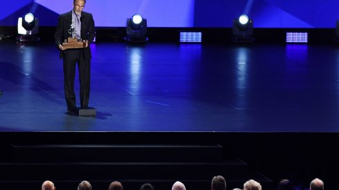 John Tortorella accepts the Jack Adams award at the 2017 NHL Awards