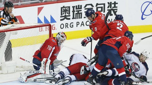 Braden Holtby swallows up Blue Jackets