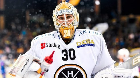 Elvis Merzlikins playing for Lugano in the NLA
